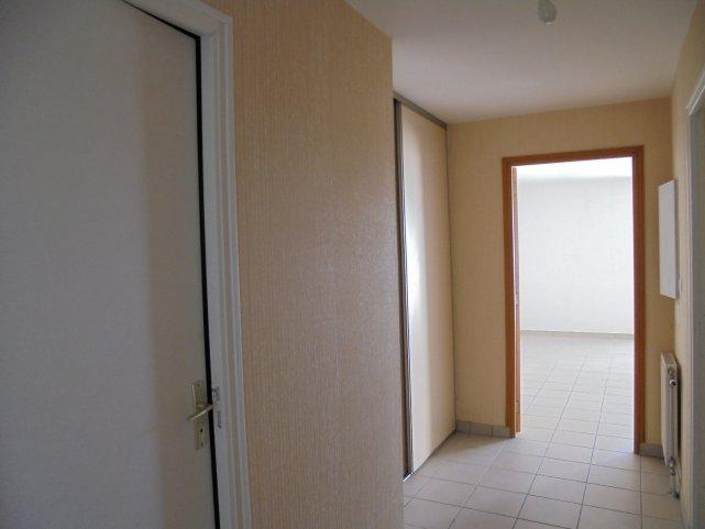 Vente appartement 5 pieces de 103 m2 29300 mellac 875 for Agence appartement 103